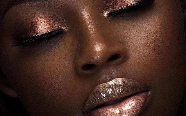 Avoir des lèvres pulpeuses rien qu'avec du maquillage !