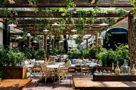 Quel est l'endroit le plus sûr pour s'asseoir au restaurant en temps de pandémie ?
