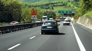Nationaliser les autoroutes permettra-t-il réellement de réduire les péages de 10 à 15% ?